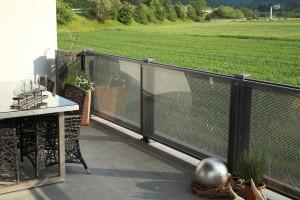 Geländer im Lochblechdesign