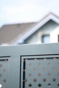 Zaun im Lochblechdesign_Detail